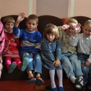 Kinder im Waisenhaus Radun