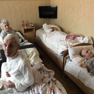 Besuch des Altenheims in Kamenka - eine Einrichtung, die wir schon viele Jahre unterstützen.